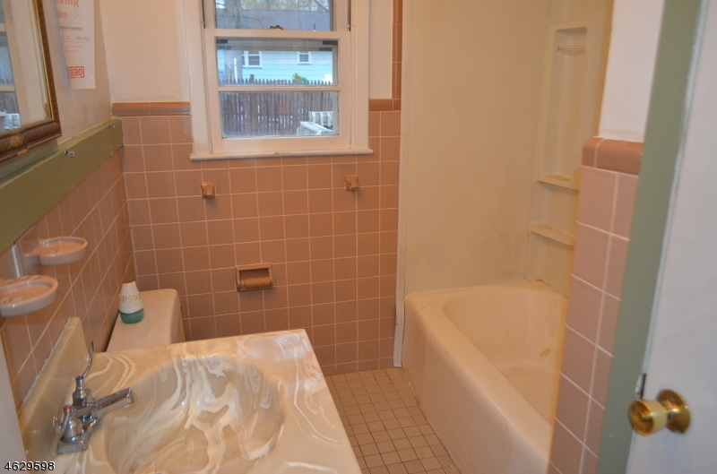 Additional photo for property listing at 11 Gold Lane  Oak Ridge, New Jersey 07438 États-Unis