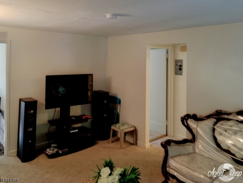 Additional photo for property listing at 19B CAROLYN TER  Roselle, Nueva Jersey 07203 Estados Unidos