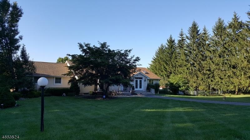 Частный односемейный дом для того Продажа на 11 Coss Lane Montague, 07827 Соединенные Штаты
