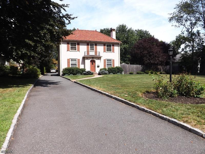 Частный односемейный дом для того Продажа на 200 Nutley Avenue Nutley, 07110 Соединенные Штаты