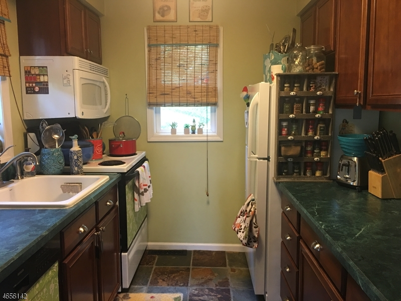 Additional photo for property listing at 10 Longview Road  Sparta, New Jersey 07871 États-Unis