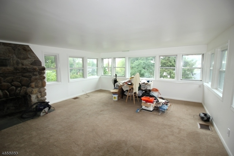 Additional photo for property listing at 220 Lakeview Avenue  Ringwood, New Jersey 07456 United States
