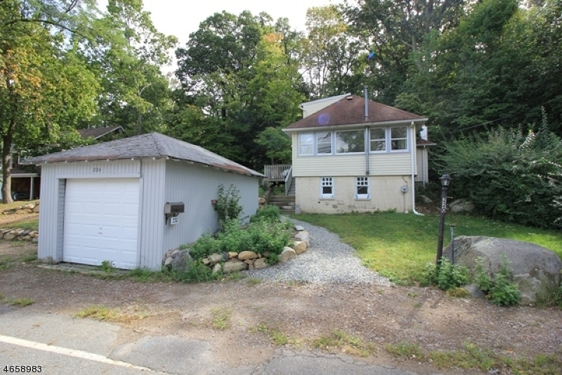 Additional photo for property listing at 220 Lakeview Avenue  Ringwood, Nueva Jersey 07456 Estados Unidos