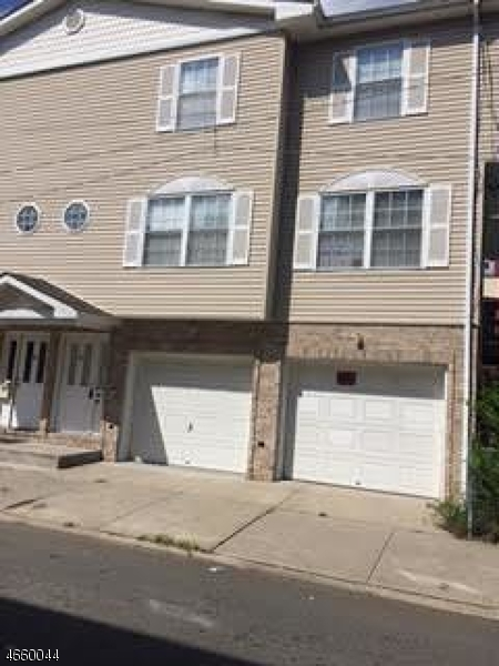 Additional photo for property listing at 28 Brinkerhoff Place  Passaic, New Jersey 07055 États-Unis