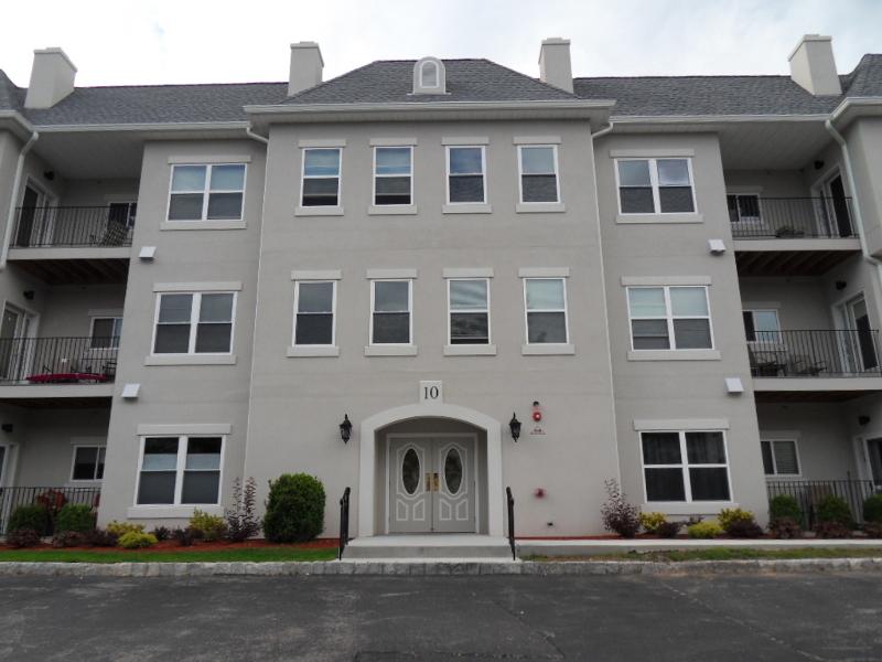 Maison unifamiliale pour l Vente à 1016 Brittany Drive Wayne, New Jersey 07470 États-Unis