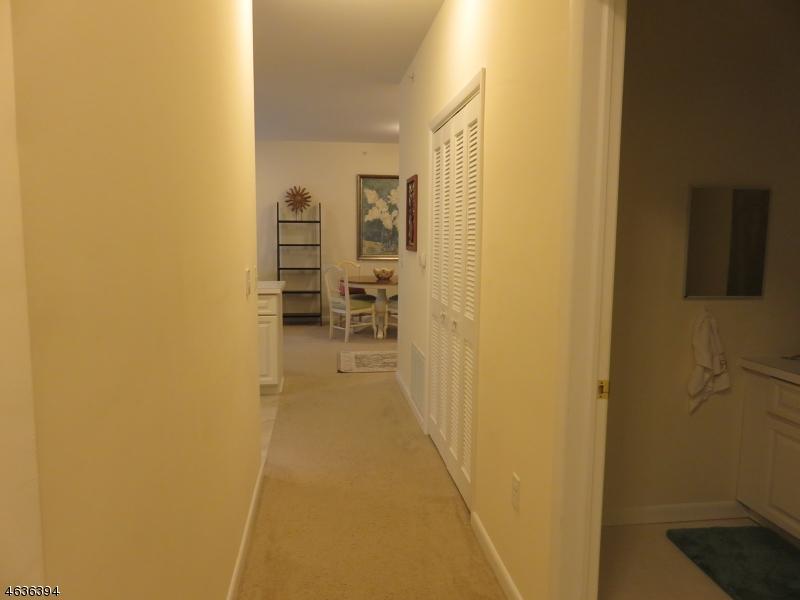 Additional photo for property listing at 1016 Brittany Drive  Wayne, Нью-Джерси 07470 Соединенные Штаты