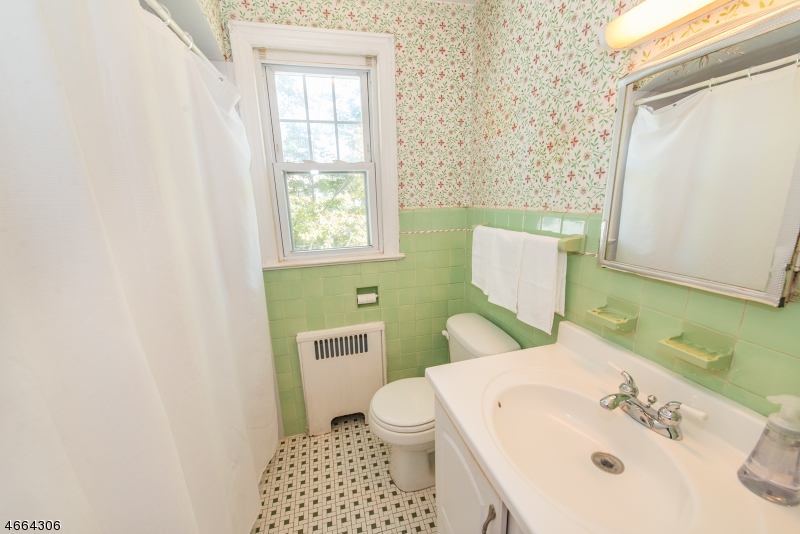 Additional photo for property listing at 32 Freeman Place  Nutley, Нью-Джерси 07110 Соединенные Штаты