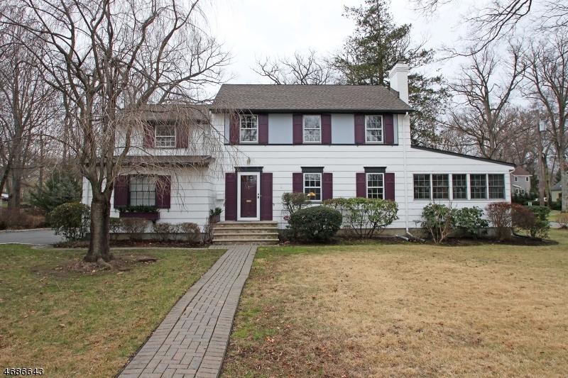 Частный односемейный дом для того Продажа на 151 Park Avenue Verona, 07044 Соединенные Штаты