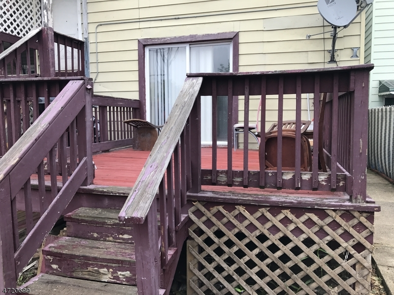 Additional photo for property listing at 448 3RD Avenue 448 3RD Avenue Elizabeth, New Jersey 07202 Vereinigte Staaten