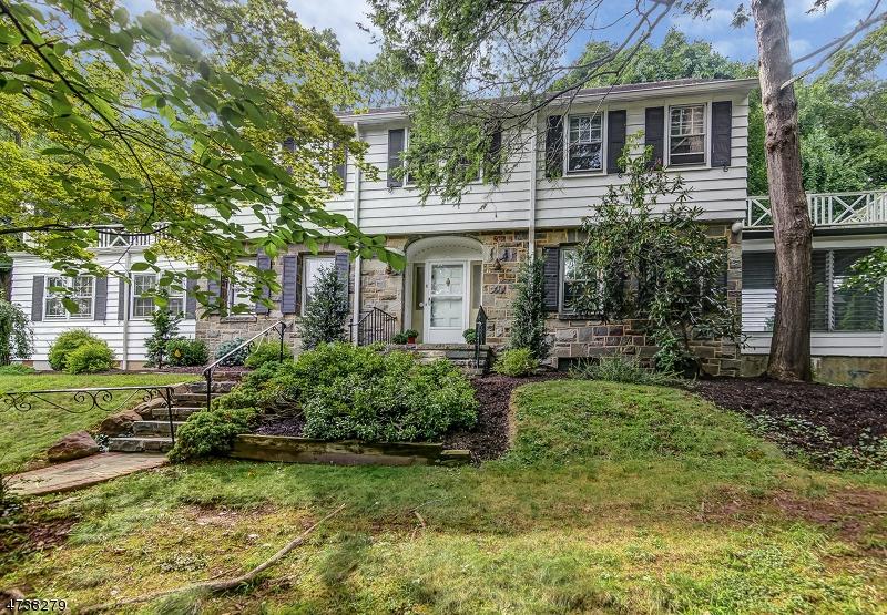 Частный односемейный дом для того Продажа на 1-3 FAIRVIEW TER Maplewood, 07040 Соединенные Штаты