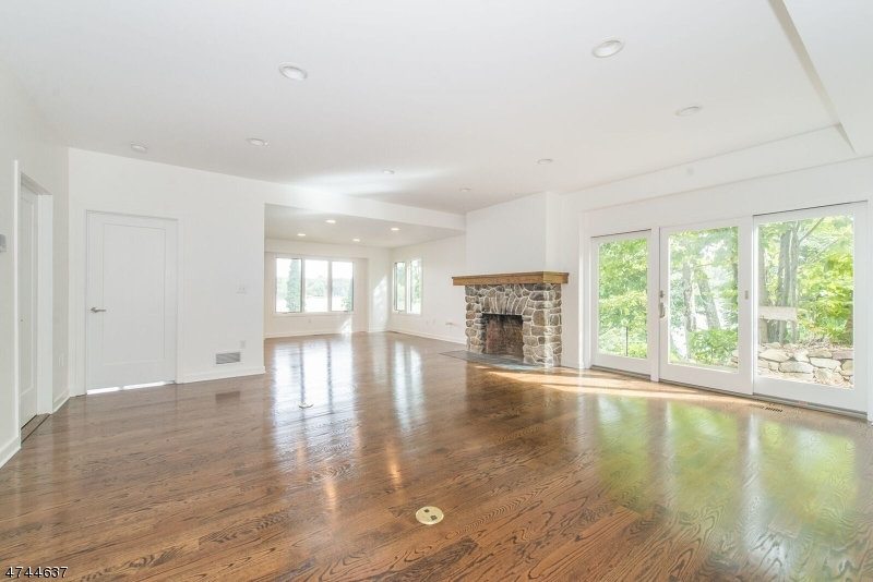 Additional photo for property listing at 156 Pine Tree Road 156 Pine Tree Road Bloomingdale, New Jersey 07403 United States