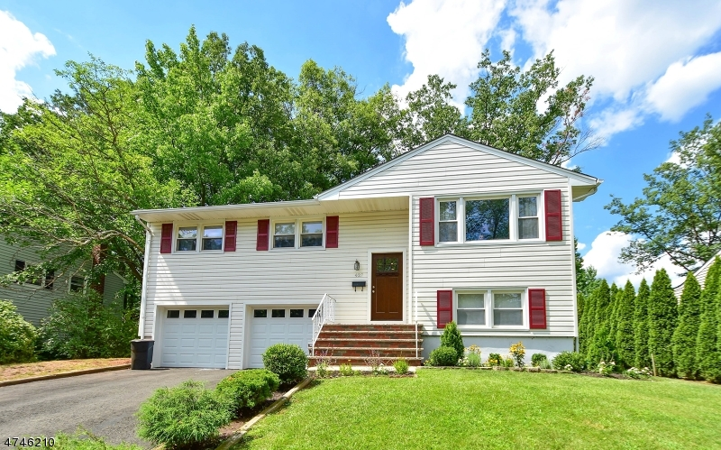 Single Family Home for Sale at 437 La Grande Avenue Fanwood, New Jersey 07023 United States