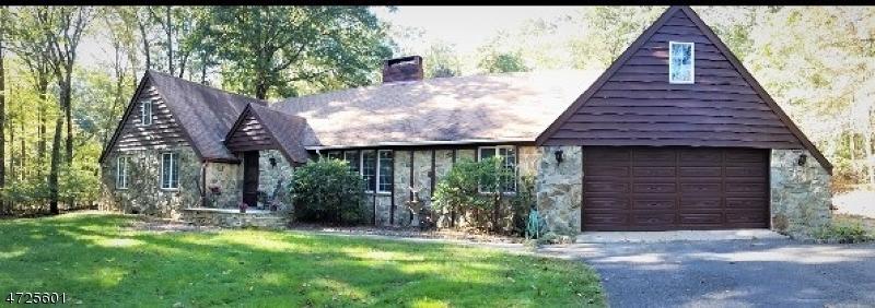 Maison unifamiliale pour l Vente à 482 Bellwood Park Road 482 Bellwood Park Road Asbury, New Jersey 08802 États-Unis