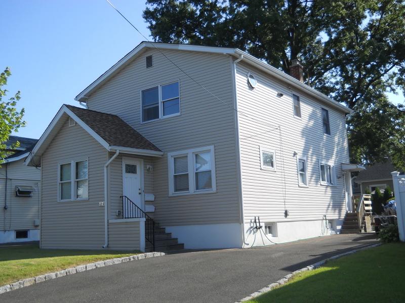 Casa Unifamiliar por un Alquiler en 12-67 12th St, 2X Fair Lawn, Nueva Jersey 07410 Estados Unidos