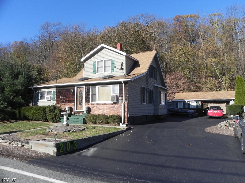 Single Family Home for Sale at 203 Union Avenue 203 Union Avenue Bloomingdale, New Jersey 07403 United States