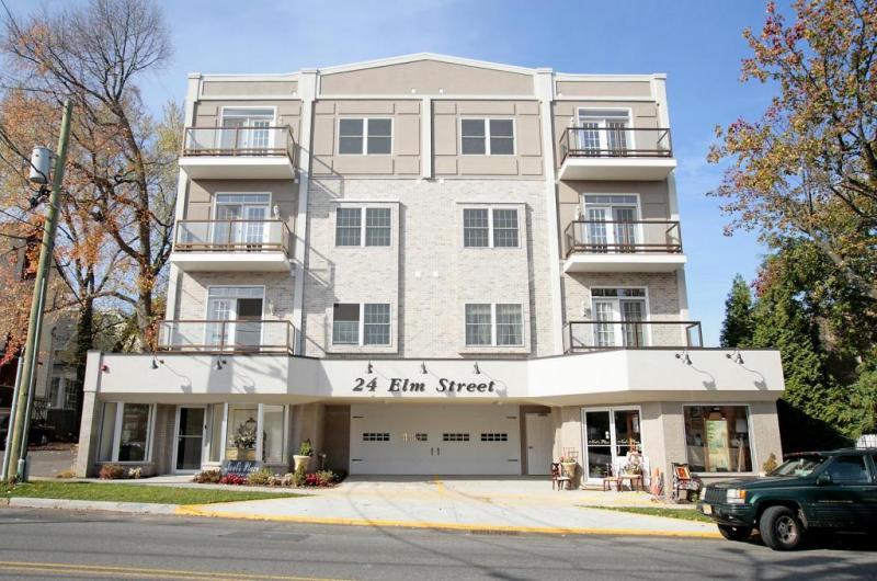 Commercial للـ Sale في 24 Elm St STOREFRONT 24 Elm St STOREFRONT Montclair, New Jersey 07042 United States