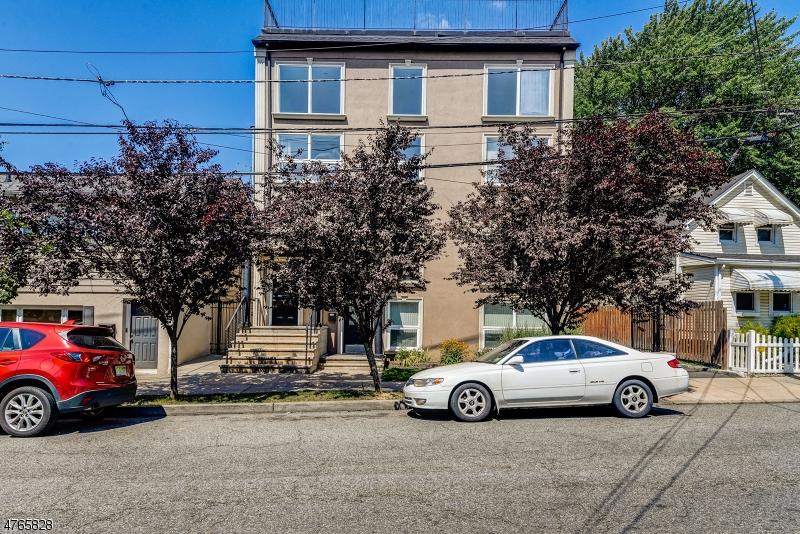 Maison unifamiliale pour l Vente à 555 Tremont Ave, Unit 2 Orange, New Jersey 07050 États-Unis