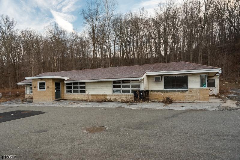 Commercial pour l Vente à 198 ROUTE 206 Byram Township, New Jersey 07821 États-Unis