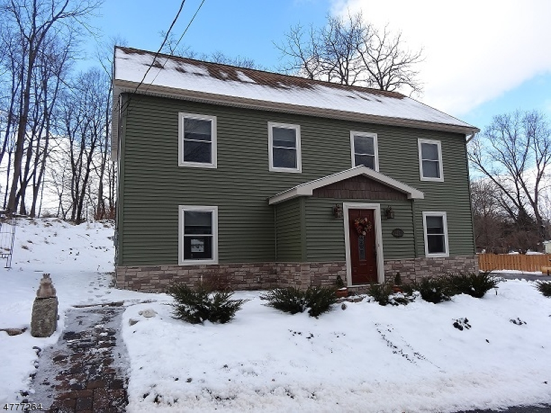 Single Family Home for Sale at 10 Dixon Road 10 Dixon Road Franklin, New Jersey 07416 United States