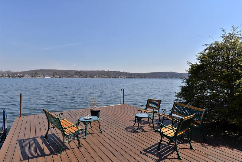 独户住宅 为 销售 在 54 Old Lakeside Road S 西米尔福德, 新泽西州 07421 美国