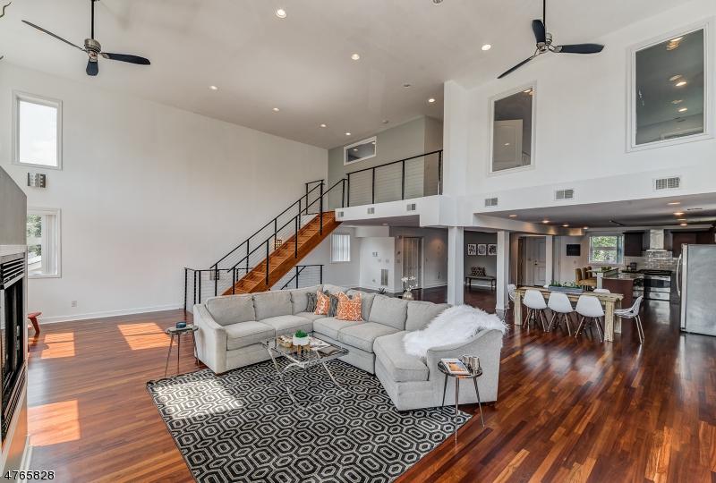 独户住宅 为 销售 在 555 Tremont Ave, Unit 2 Orange, 新泽西州 07050 美国