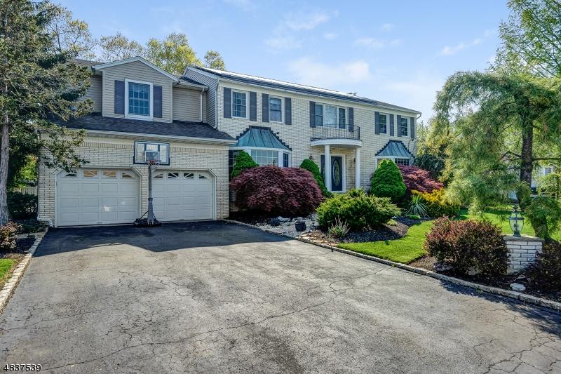 Casa Unifamiliar por un Venta en 48 CHERI Lane Fairfield, Nueva Jersey 07004 Estados Unidos