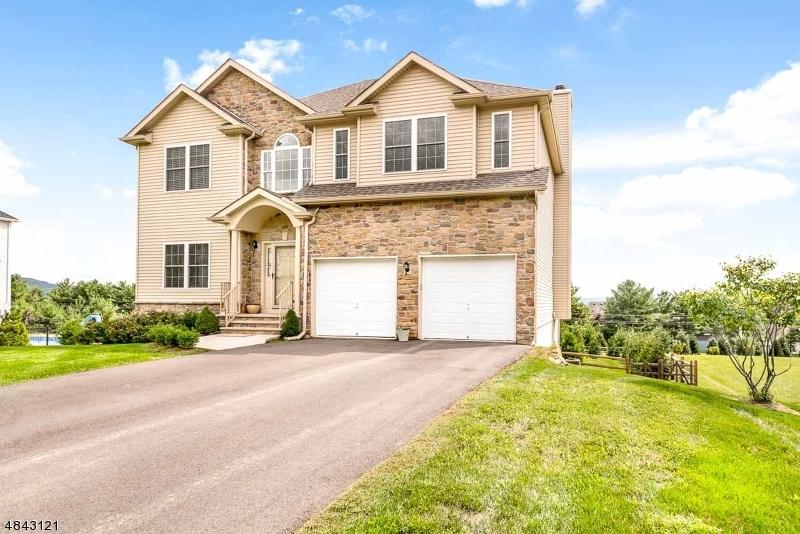 Casa Unifamiliar por un Venta en 7 JACOB WAY Lopatcong, Nueva Jersey 08865 Estados Unidos