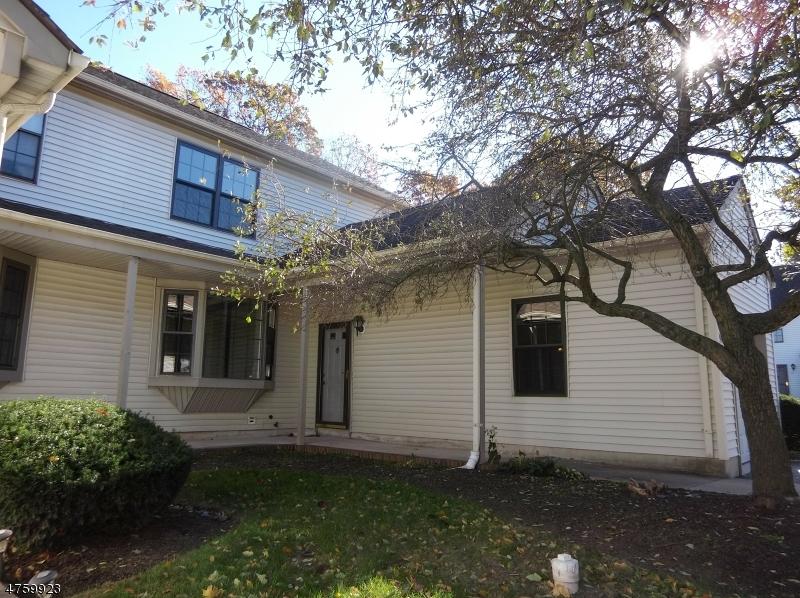 Condo / Maison de ville pour l à louer à 411 HAWTHORNE Court Raritan, New Jersey 08822 États-Unis