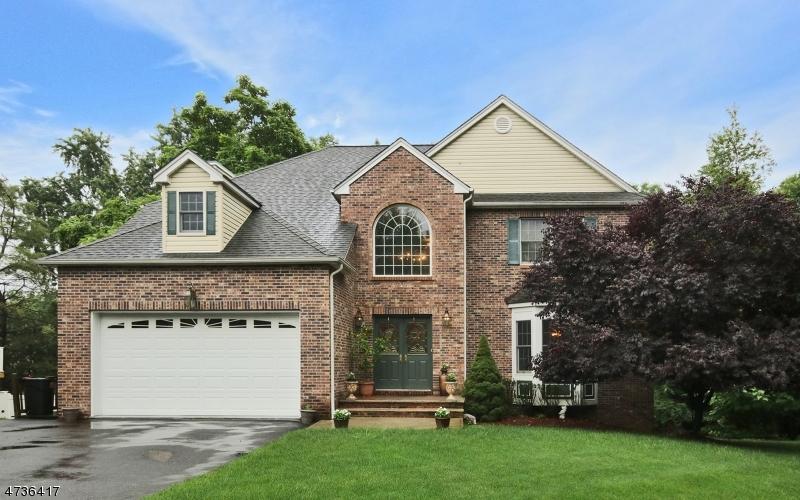 Частный односемейный дом для того Продажа на 2 MURPHY Court Totowa, Нью-Джерси 07512 Соединенные Штаты