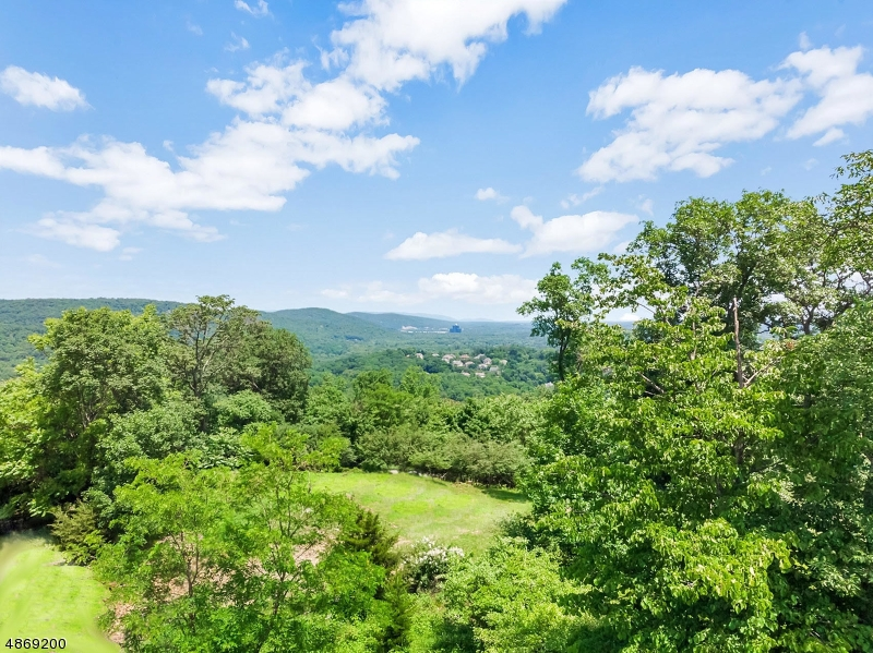Land / Lots for Sale at 10 TUDOR ROSE TER Mahwah, New Jersey 07430 United States