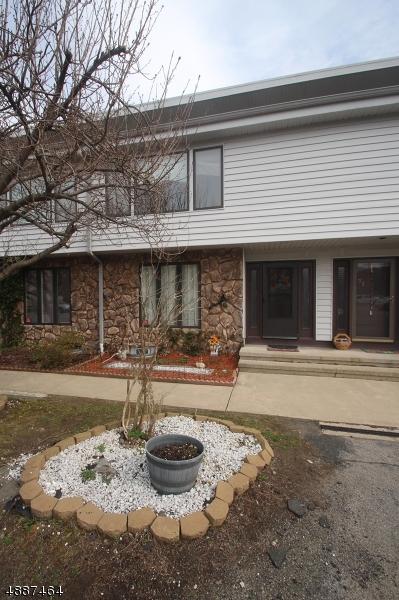 Condo / Casa geminada para Venda às 72 SEMINOLE Road Andover, Nova Jersey 07848 Estados Unidos