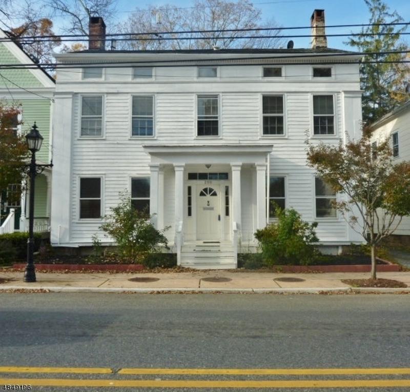 Maison avec plusieurs logements pour l Vente à Hackettstown, New Jersey 07840 États-Unis
