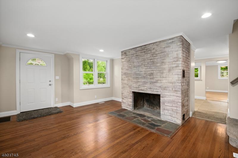 Property pour l Vente à Hopatcong, New Jersey 07843 États-Unis