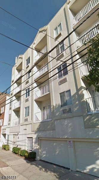 Condo / Radhus för Försäljning vid Fairview, New Jersey 07022 Förenta staterna