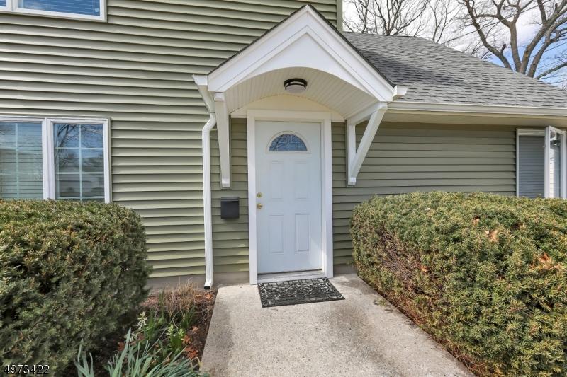 Single Family Homes для того Продажа на 61 WESTBROOK Avenue Midland Park, Нью-Джерси 07432 Соединенные Штаты