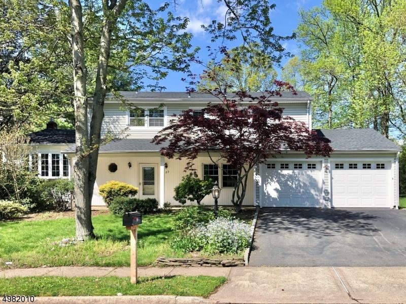 Single Family Homes vì Bán tại 23 LYNNWOOD Road Edison, New Jersey 08820 Hoa Kỳ