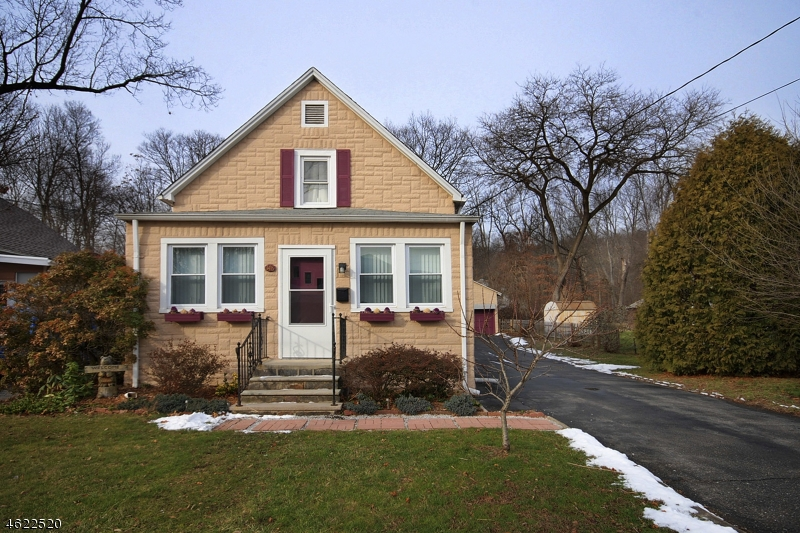 Single Family Home for Sale at 148 GREENWOOD Avenue Haskell, New Jersey 07420 United States