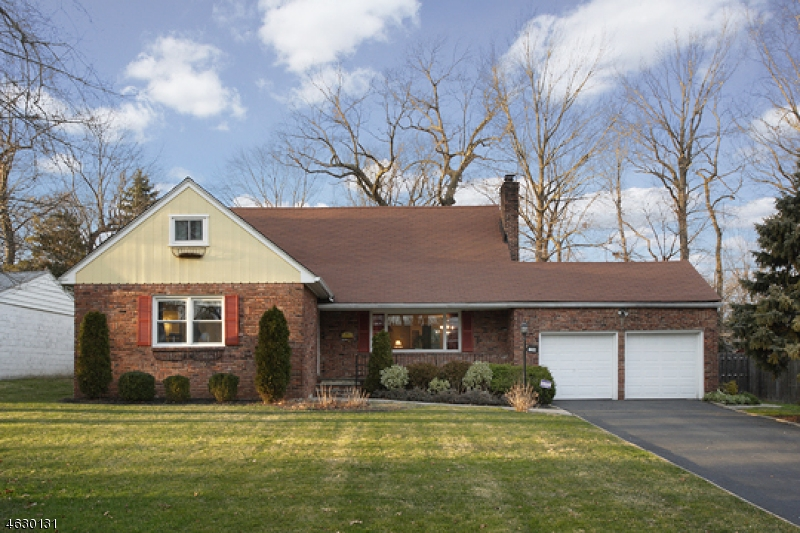 Single Family Home for Sale at 1280 Poplar Avenue Mountainside, New Jersey 07092 United States