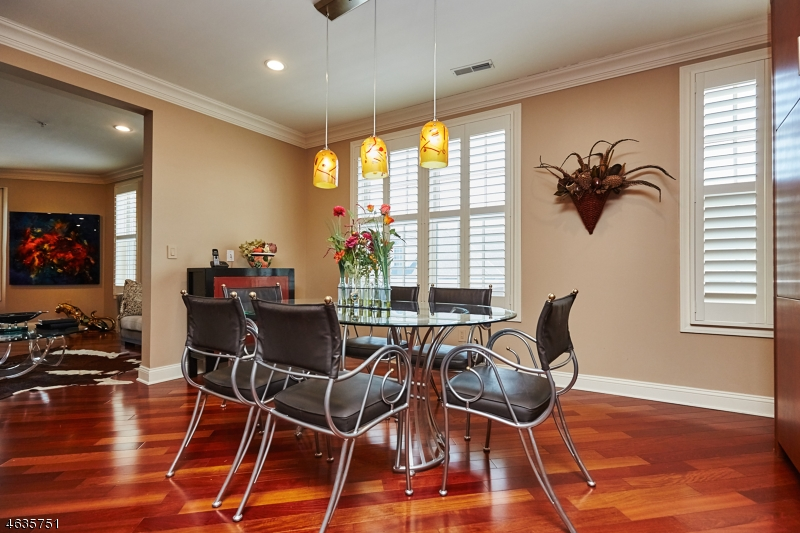 Additional photo for property listing at 1307 Town Center Way  Livingston, Нью-Джерси 07039 Соединенные Штаты