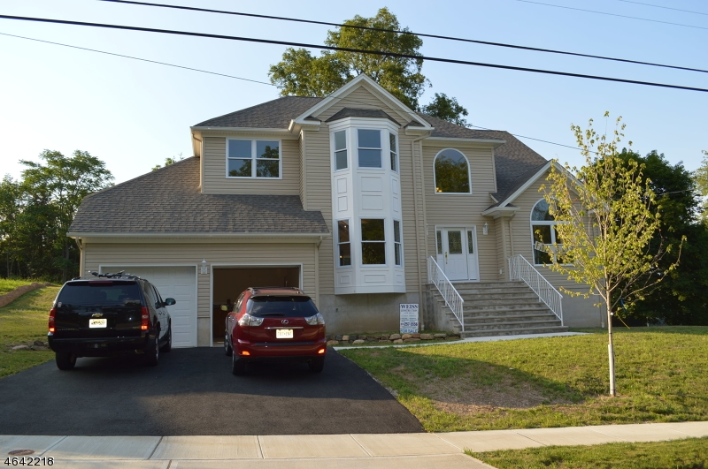 Single Family Home for Sale at 4 Bellows Lane Towaco, 07082 United States