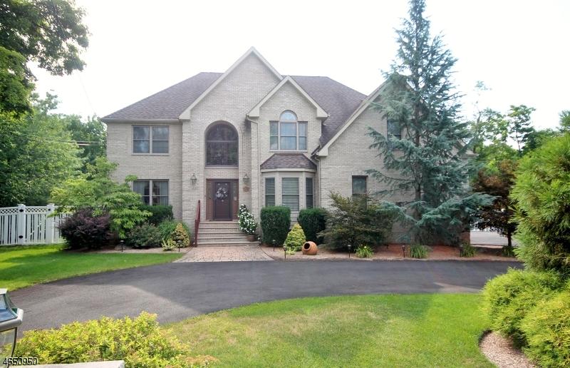 Частный односемейный дом для того Продажа на 430 Black Oak Ridge Road Wayne, Нью-Джерси 07470 Соединенные Штаты