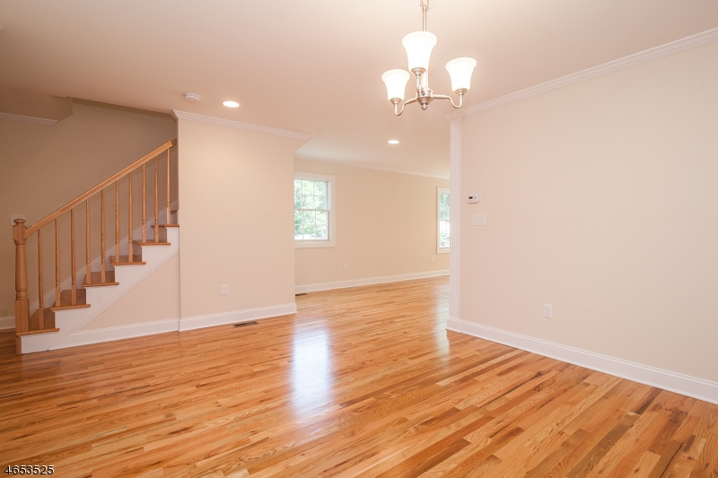 Additional photo for property listing at 36 W Hanover Avenue  Morris Plains, New Jersey 07950 United States