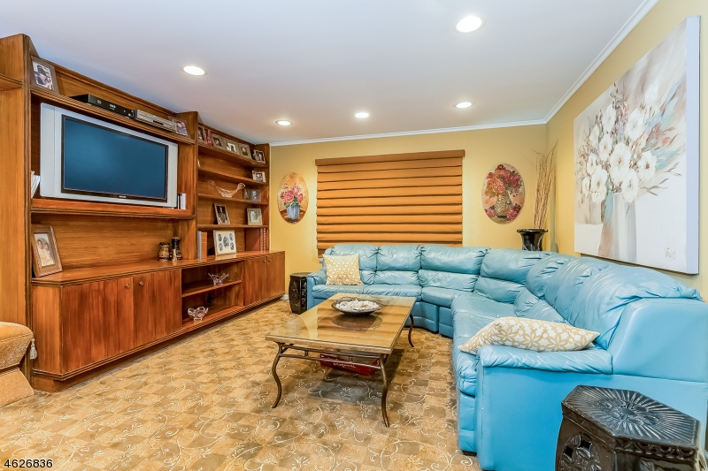 Additional photo for property listing at 11 Fordham Road  Livingston, Nueva Jersey 07039 Estados Unidos