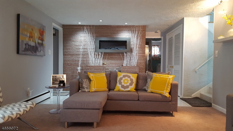 Additional photo for property listing at 1580 Axel Avenue  North Brunswick, Нью-Джерси 08902 Соединенные Штаты