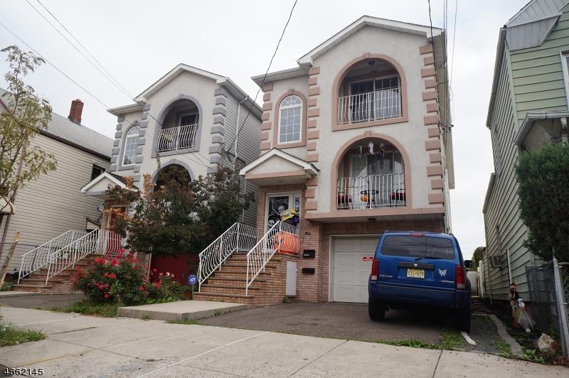 Многосемейный дом для того Продажа на 217 Pine Street Elizabeth, Нью-Джерси 07206 Соединенные Штаты
