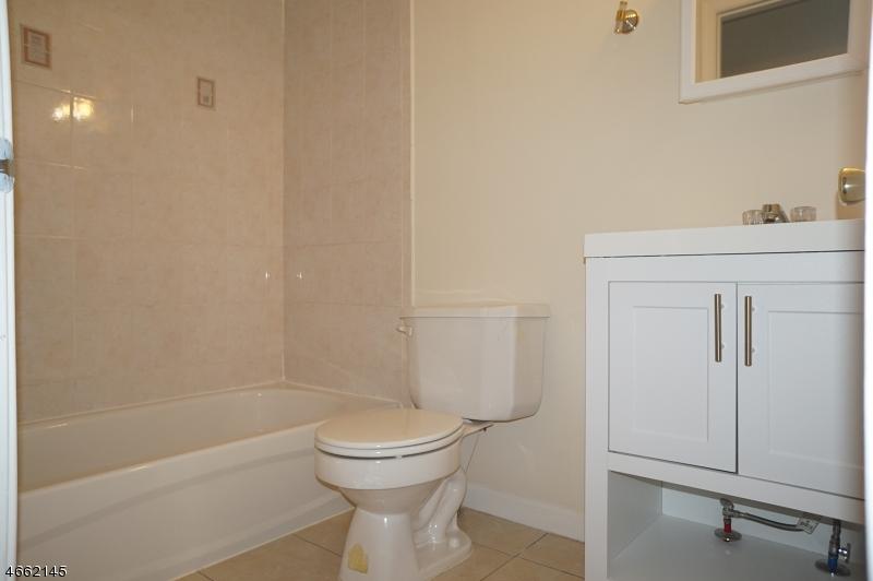 Additional photo for property listing at 217 Pine Street  Elizabeth, Нью-Джерси 07206 Соединенные Штаты