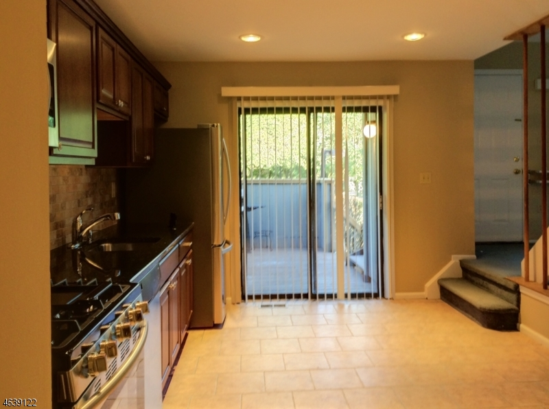 Additional photo for property listing at 64 Sycamore Court  Basking Ridge, New Jersey 07920 États-Unis