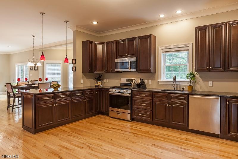 Casa Unifamiliar por un Venta en 7 Bachman Ter West Orange, Nueva Jersey 07052 Estados Unidos