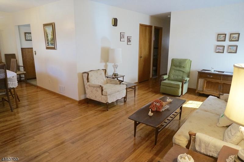 独户住宅 为 销售 在 742 Fay Avenue Elizabeth, 新泽西州 07202 美国