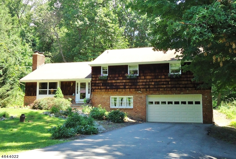 Additional photo for property listing at 111 Waughaw Road  Towaco, Nueva Jersey 07082 Estados Unidos